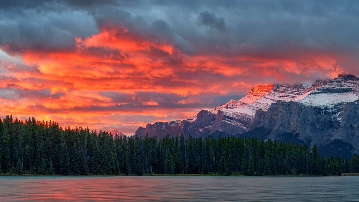 Mount Rundle Canadian Rockies wallpapers and stock photos