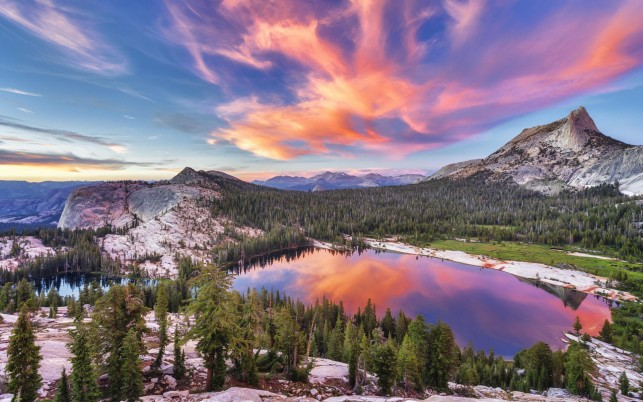 Peaks Forest Lake Pink Dawn wallpapers and stock photos