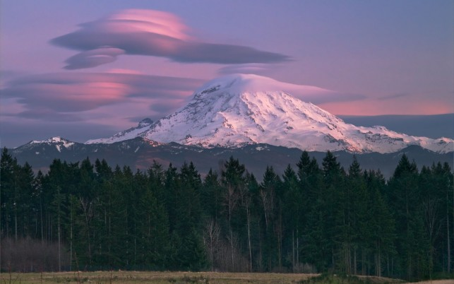 Mount Rainier Lenticular Cloud wallpapers and stock photos