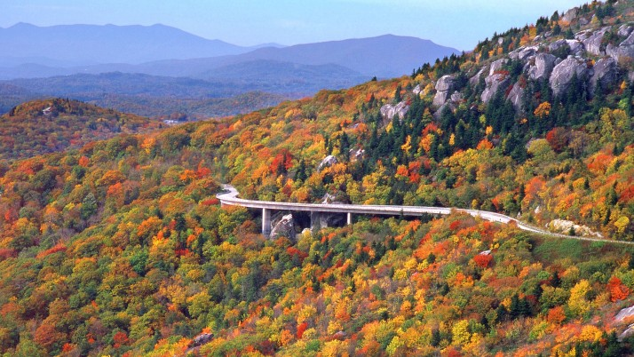 Linn Cove Viaduct Autumn wallpapers and stock photos