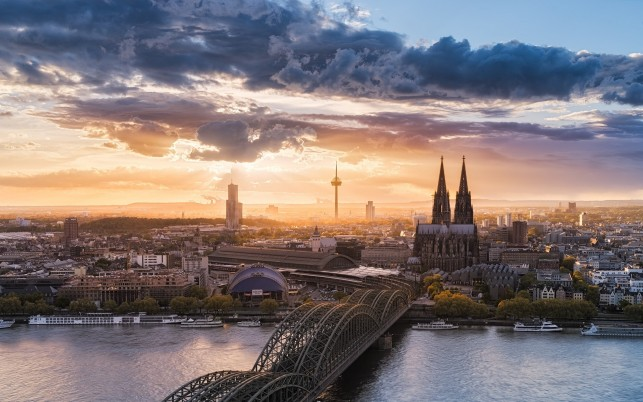 Hohenzollern Bridge Cologne wallpapers and stock photos