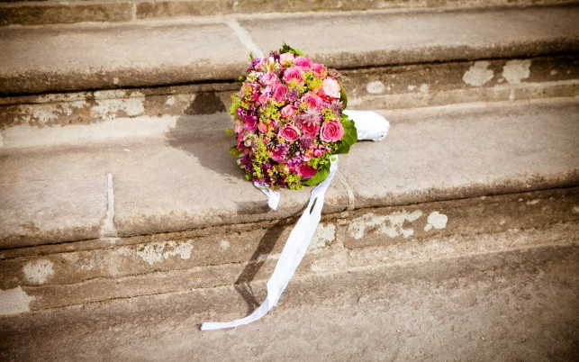 Bridal Bouquet Steps wallpapers and stock photos