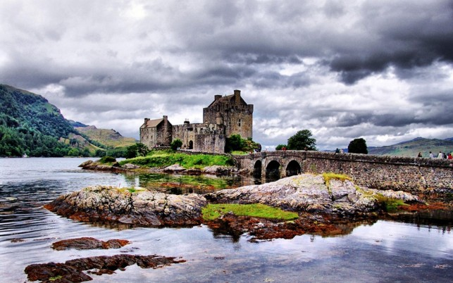 Eilean Donan Castle  places wallpapers and stock photos