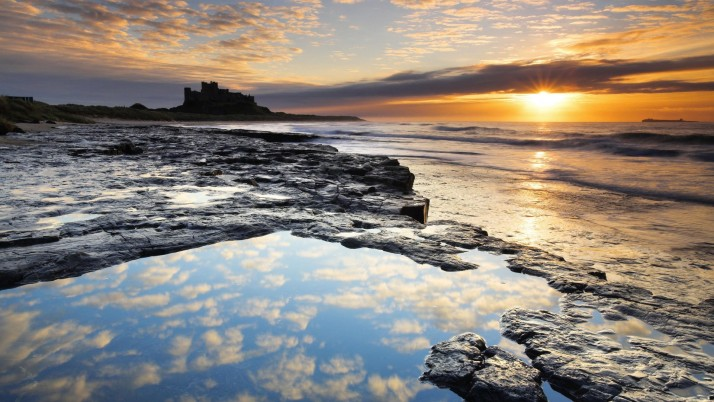 Bamburgh Castle silhouette, england, europe, nature wallpapers and stock photos