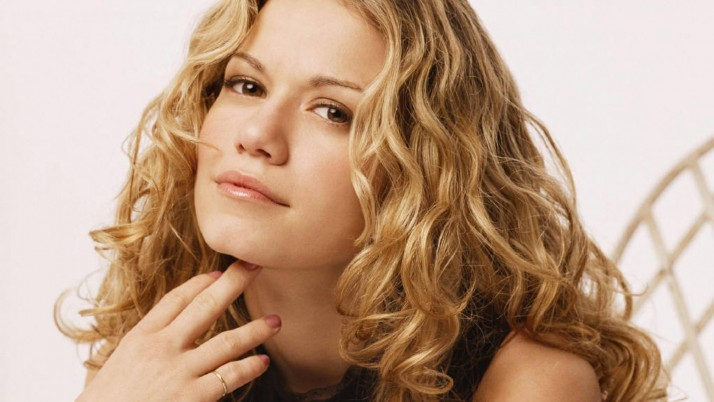 Bethany Joy Lenz Caliente wallpapers and stock photos