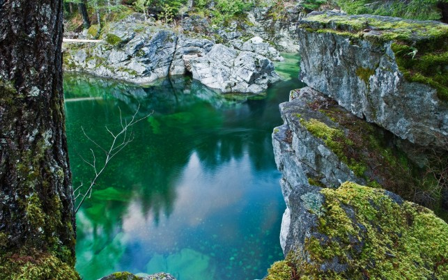 Previous: Turquoise lake, cliff, nature