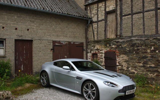 2010 Aston Martin V12 Vantage,  navigation wallpapers and stock photos