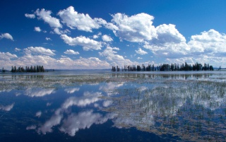 Yellowstone Lake wallpapers and stock photos
