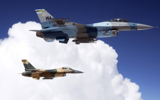 F16s peste nori wallpapers and stock photos