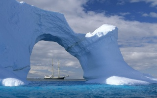 Antarctic sailing wallpapers and stock photos
