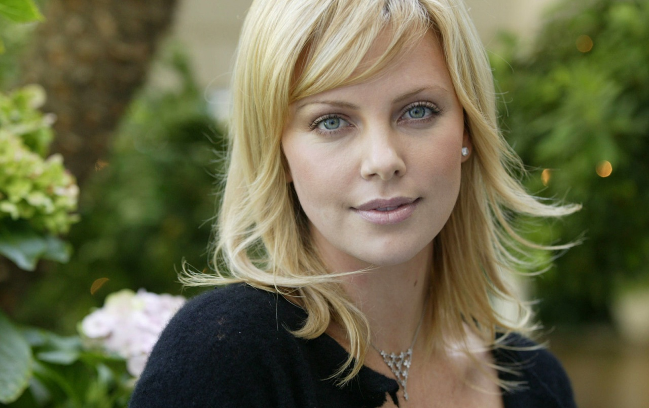 Retrato de Charlize wallpapers
