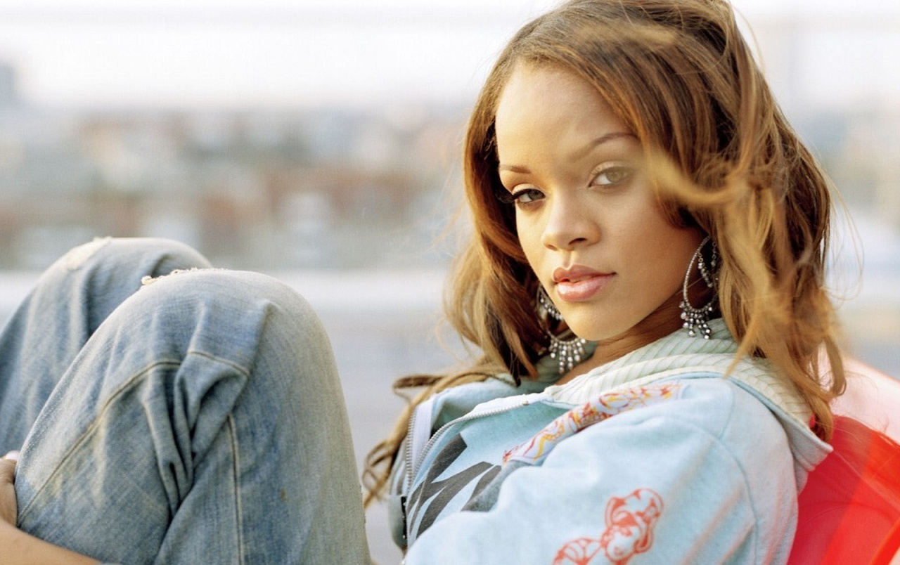 Rihanna in jeans wallpapers