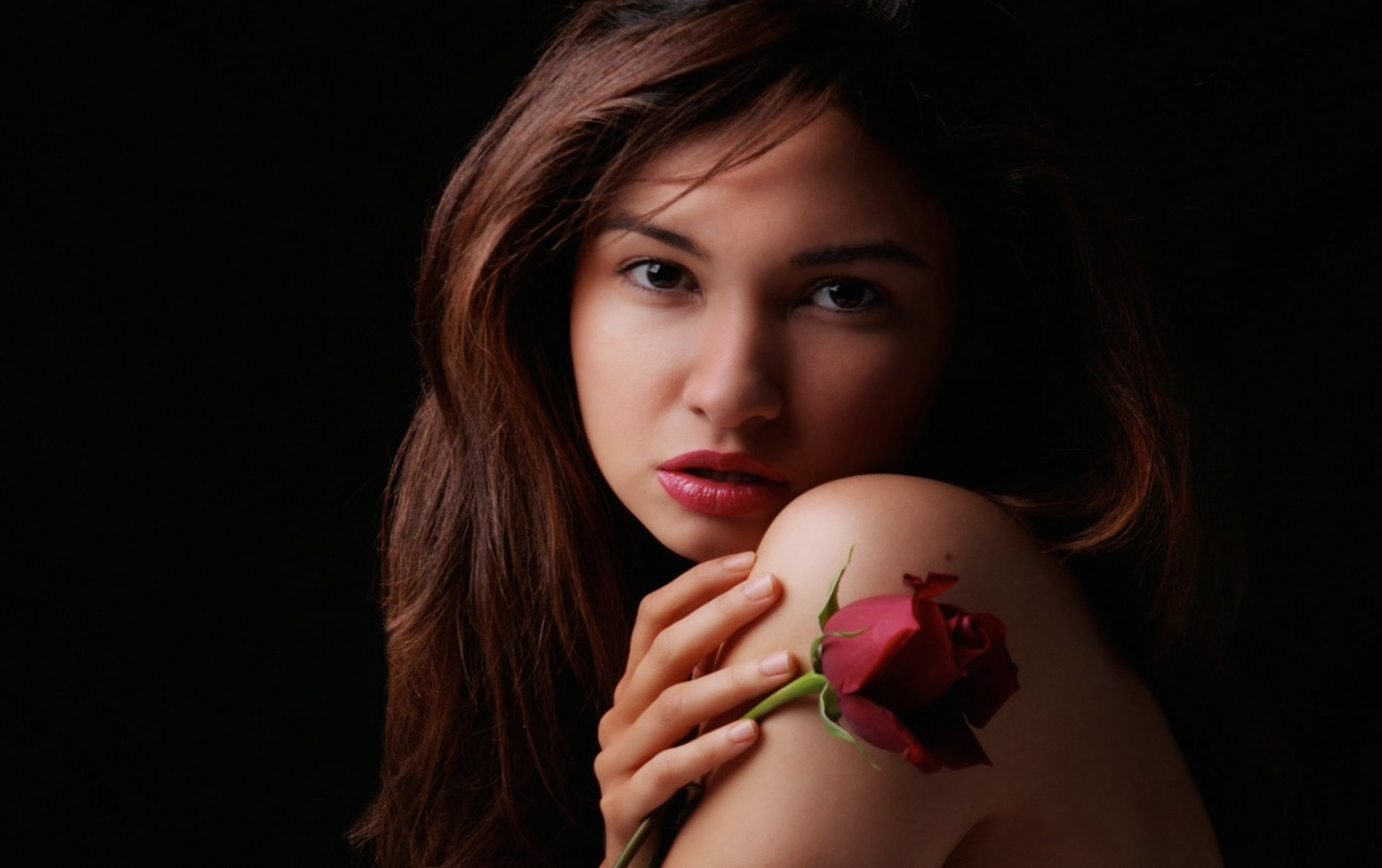 Beautiful female with rose wallpapers beautiful female for Lovely hot pics