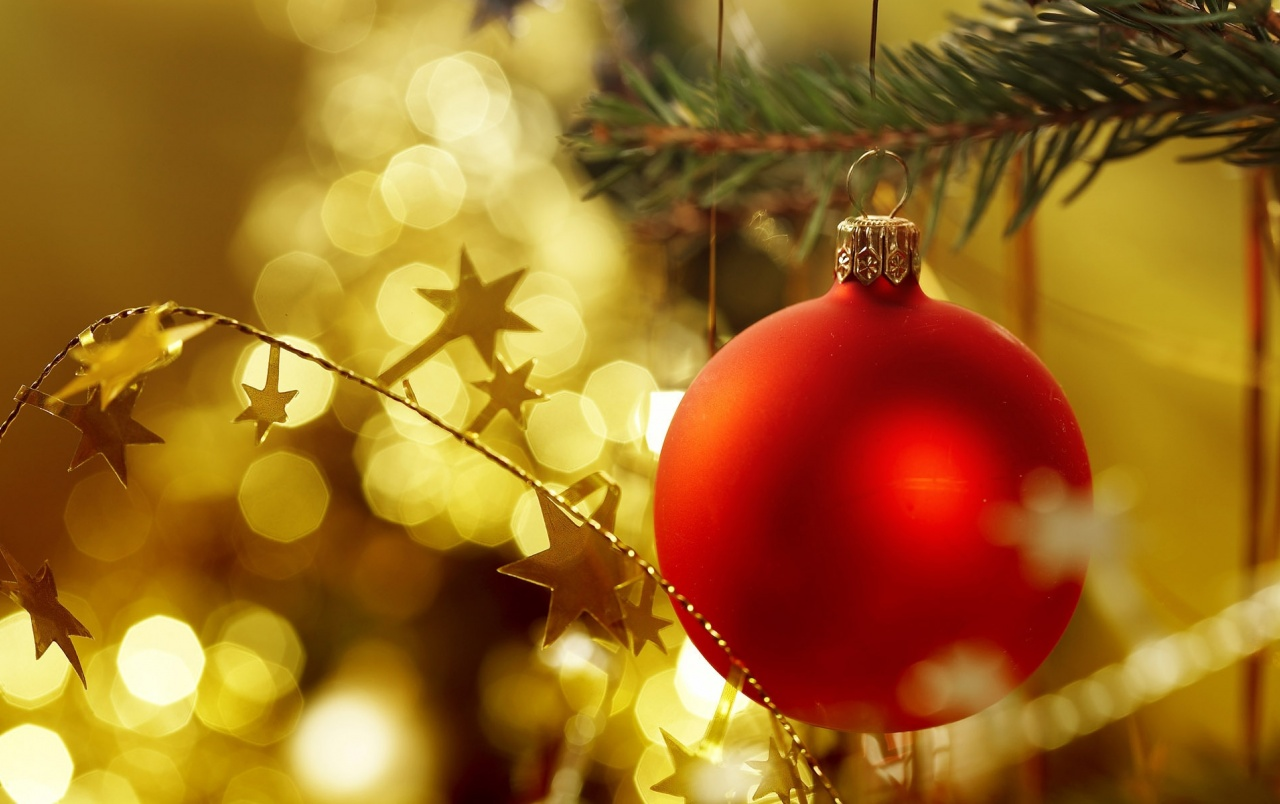 Red Christmas ball wallpapers