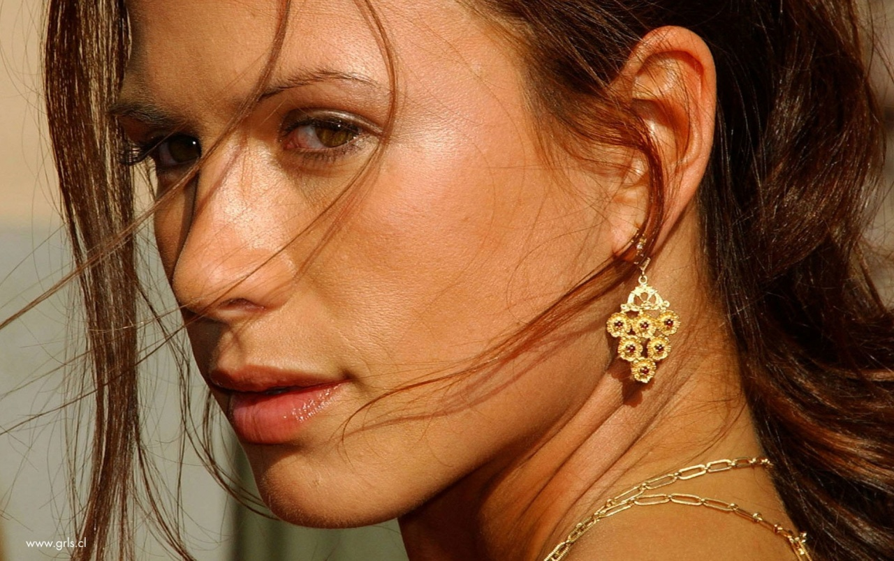 Rhona Mitra Close-up wallpapers