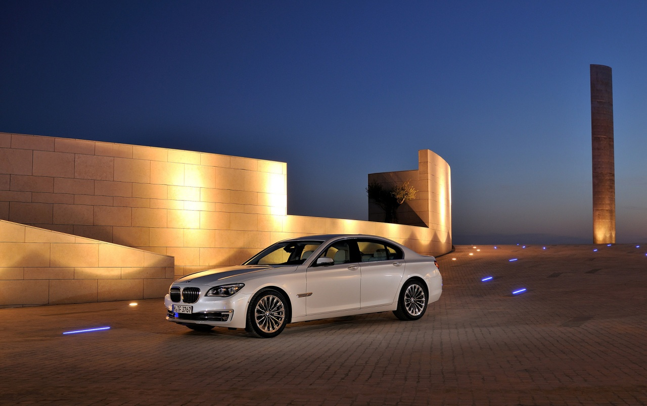 2012 Bmw 7 Series Static Front Side Angle Night Wallpapers 2012 Bmw 7 Series Static Front Side Angle Night Stock