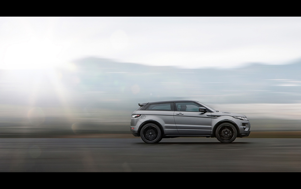 2012 Range Rover Evoque Special Edition with Victoria Beckham Side Speed wallpapers