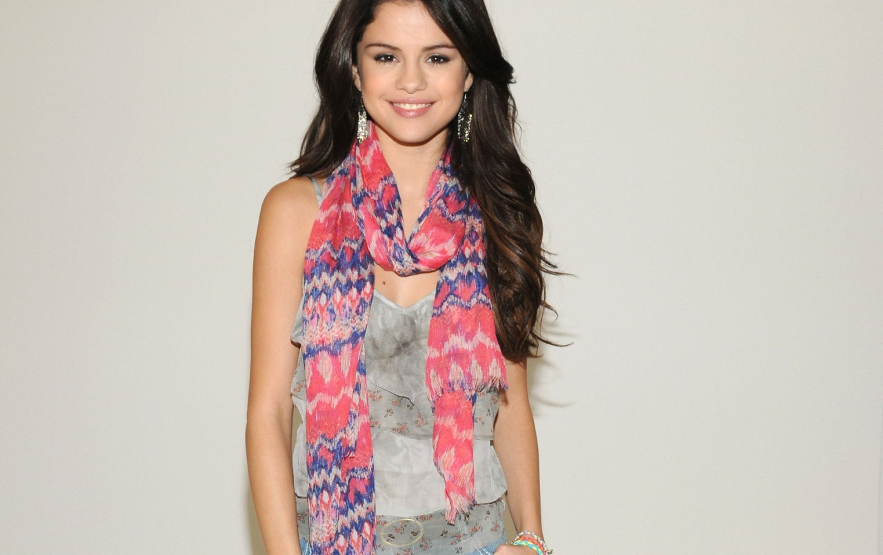 Beautiful Selena Gomez Smiling wallpapers