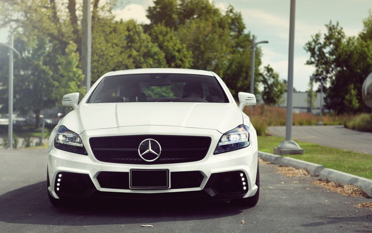 White mercedes benz cls 63 amg front wallpapers white for White mercedes benz