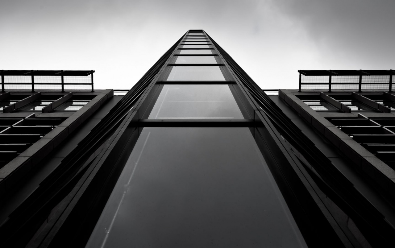 Monochrome skyscraper wallpapers monochrome skyscraper - Skyscraper wallpaper ...