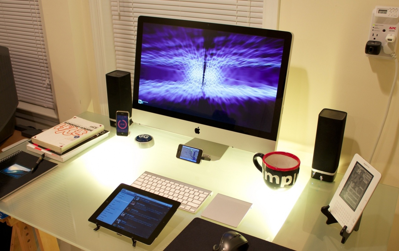 coole desktop set up hintergrundbilder coole desktop set up frei fotos. Black Bedroom Furniture Sets. Home Design Ideas