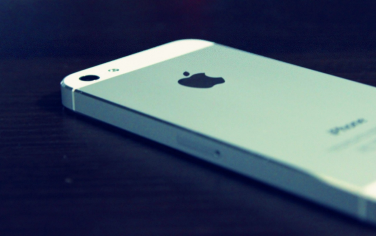 iPhone 5 White Back wallpapers | iPhone 5 White Back stock ...