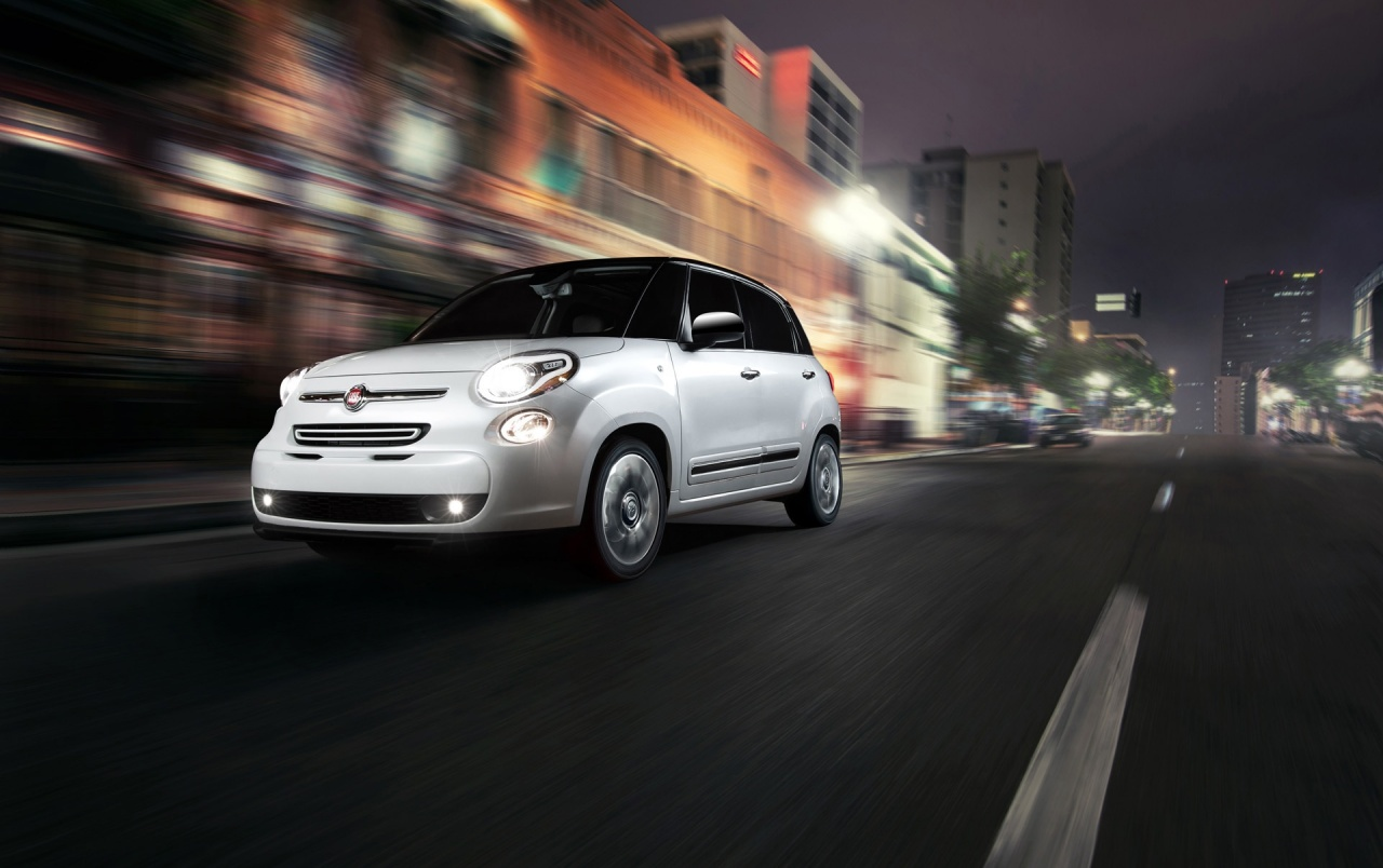 208b5dc72e 2014 Fiat 500L Front Side Angle Motion at Night wallpapers and stock photos