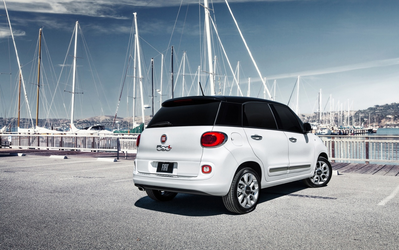 2014 Fiat 500L Rear Side Angle Static wallpapers