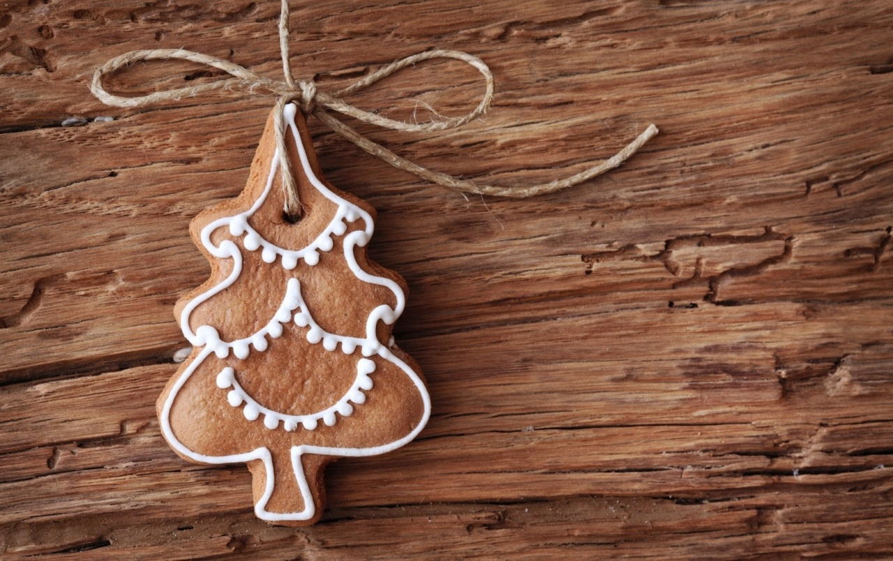 Gingerbread Christmas Tree Ornament wallpapers
