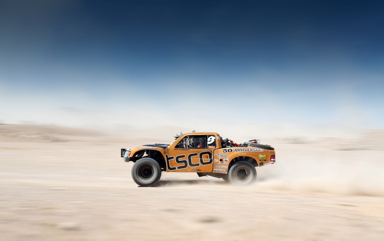 HD Off Road Tracing Truck Wallpapers