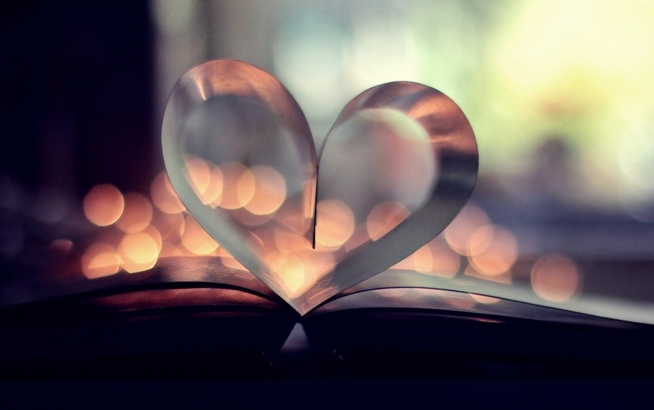 Heart Shaped Book-press Wallpapers