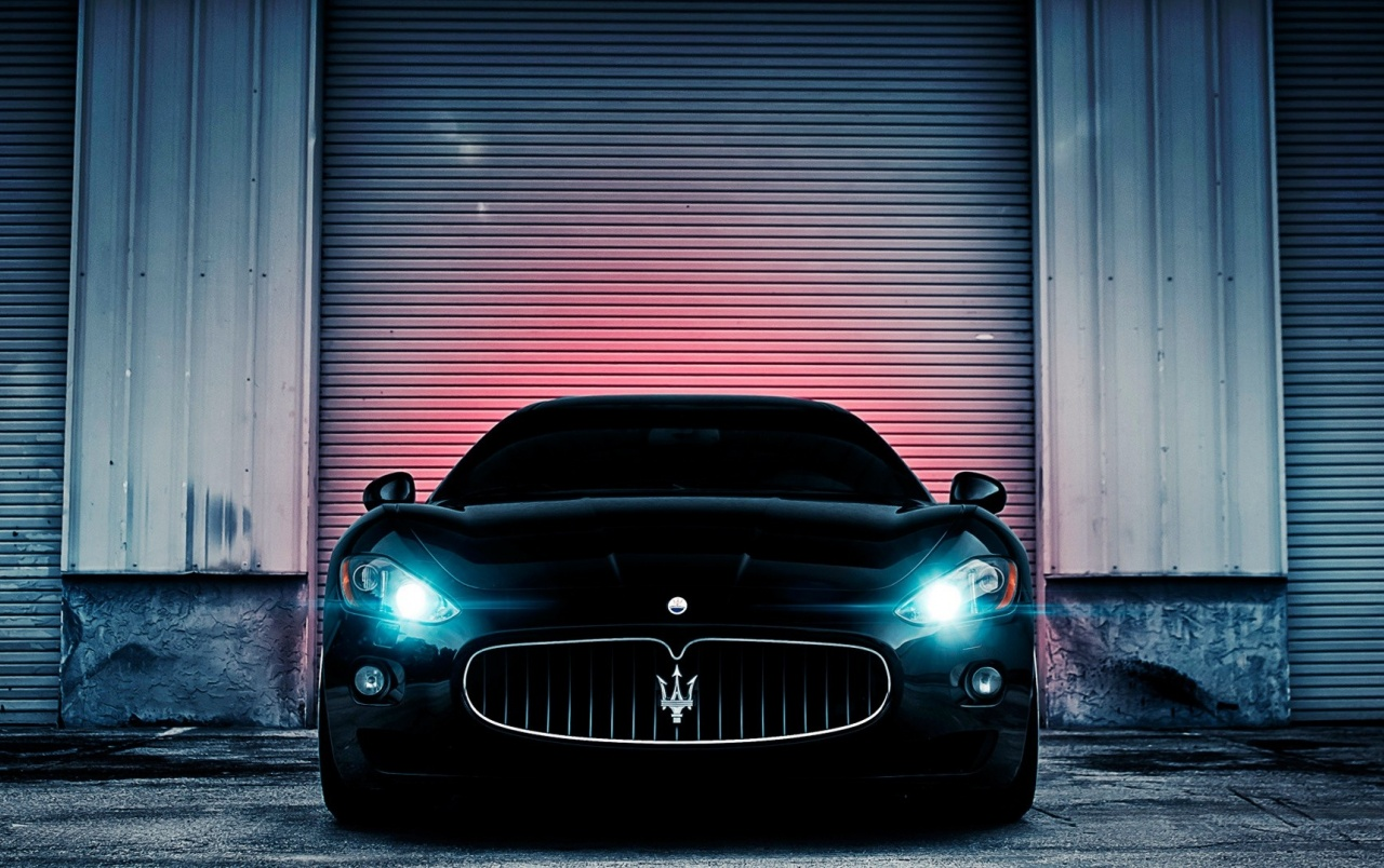 Black Maserati GranTurismo Headlights