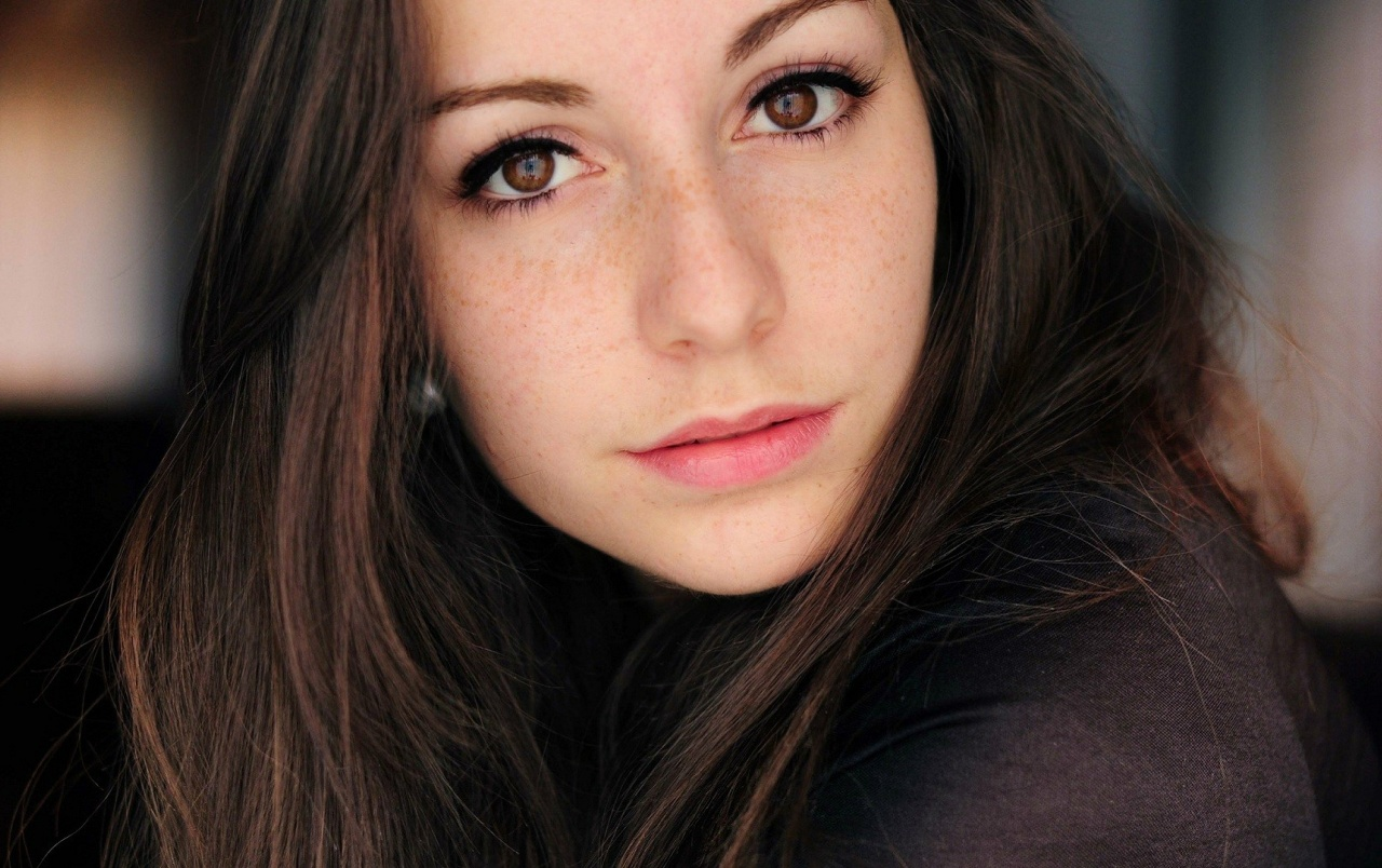 Hd Brunette Girl With Freckles Wallpapers