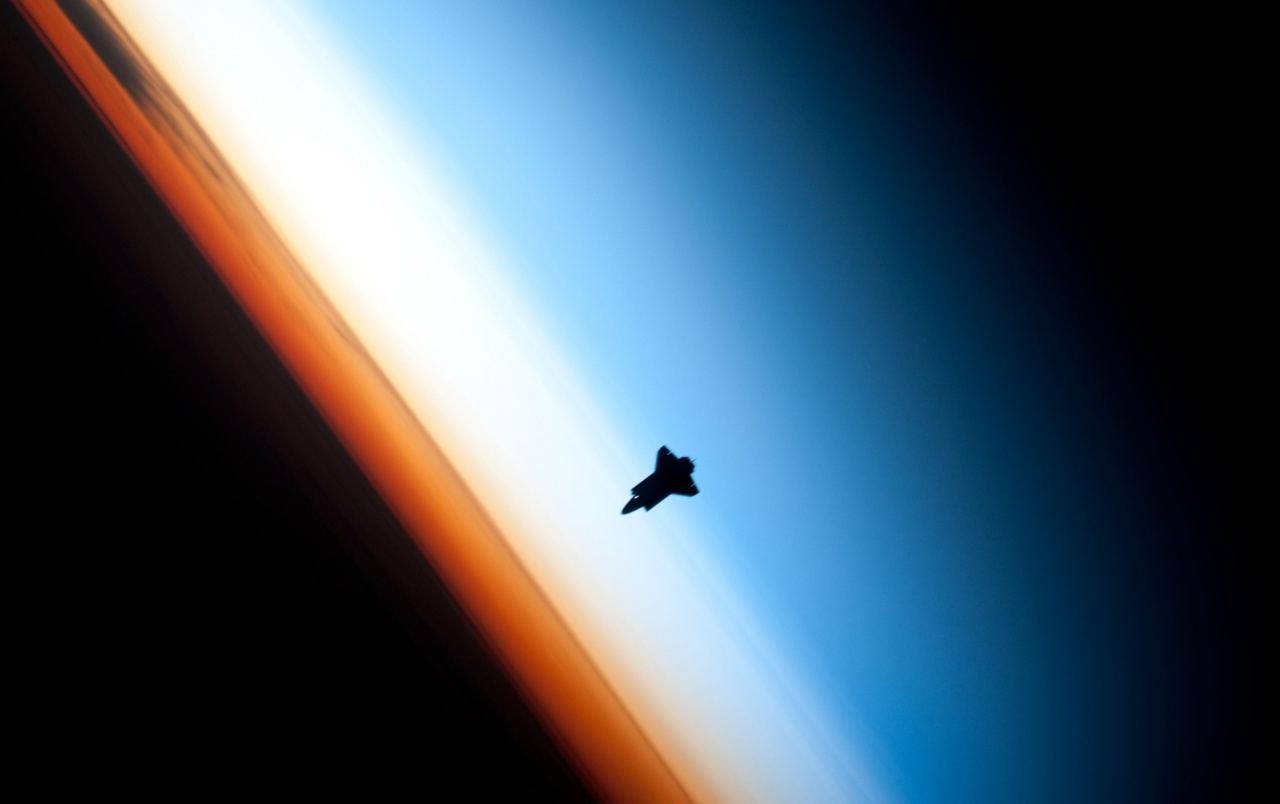 Shuttle im Weltraum wallpapers