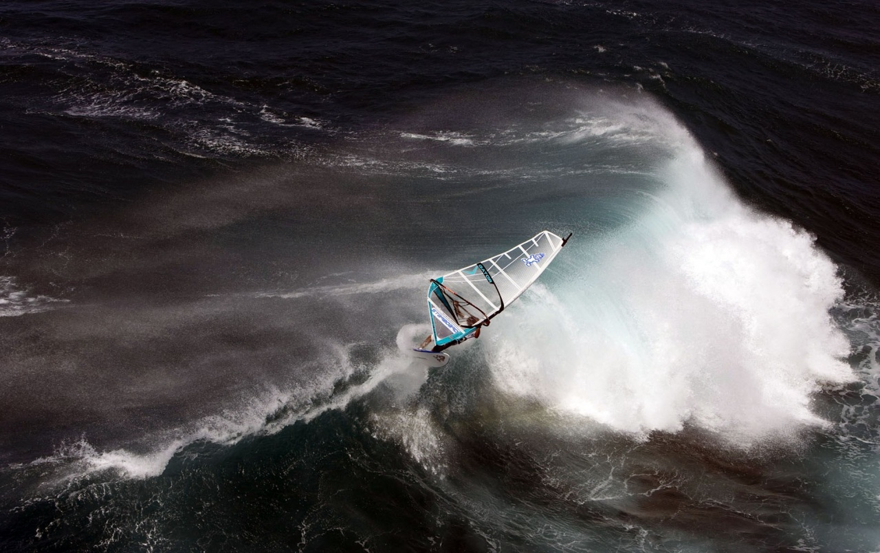 Windsurfing on Big Waves wallpapers