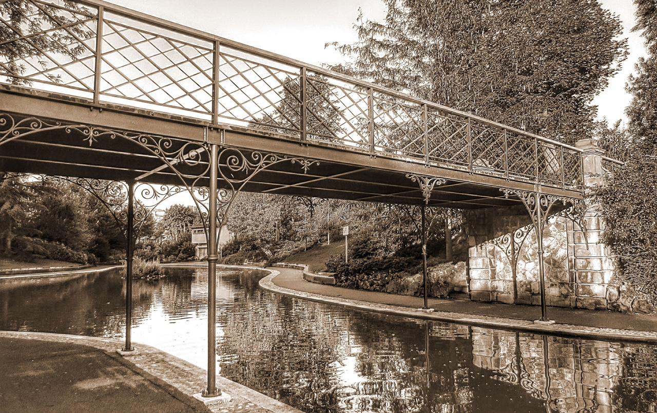 Brücke in Sepia wallpapers