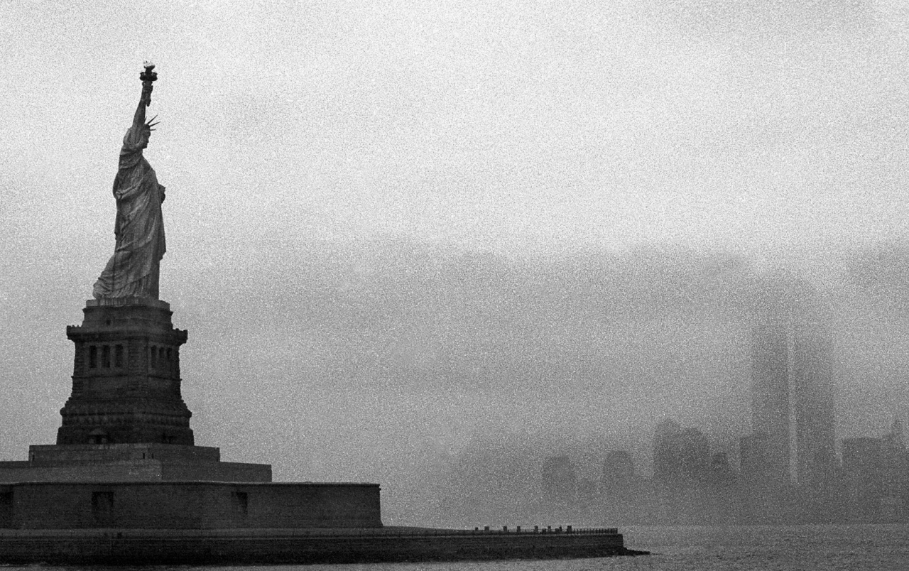Statue of Liberty Monochrome wallpapers