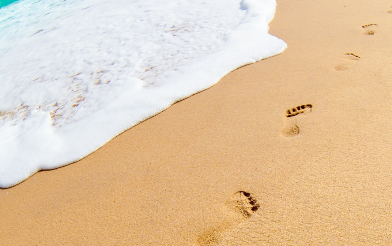 footprints in the sand wallpapers | footprints in the sand stock photos