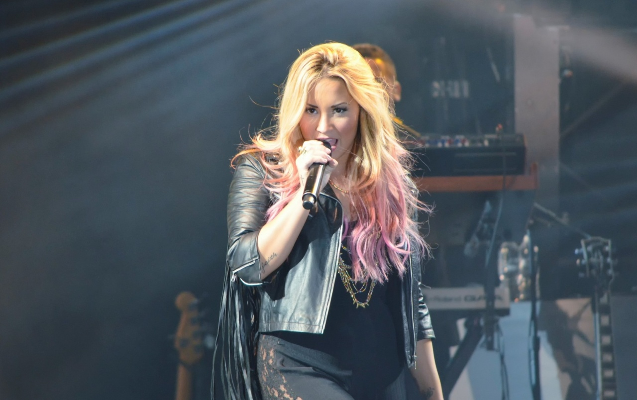 Demi Lovato Performing wallpapers