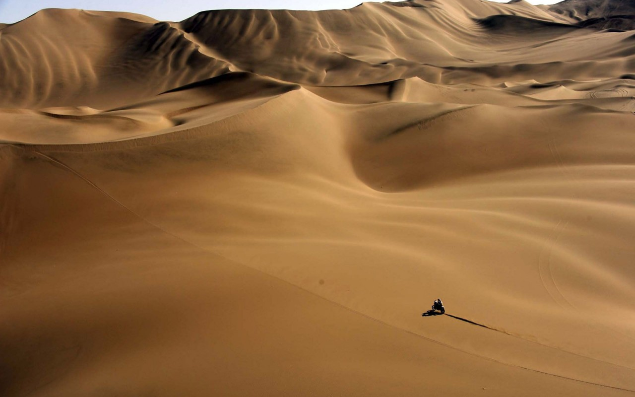 Motorcycle in the desert, sand, photography wallpapers