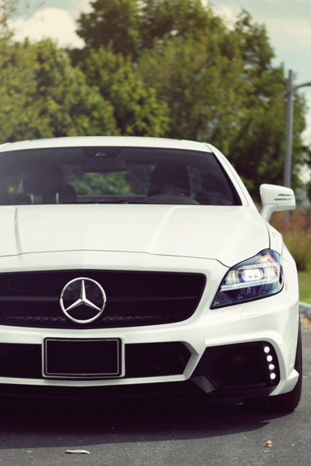 640x960 White Mercedes Benz Cls 63 Amg Front Iphone 4