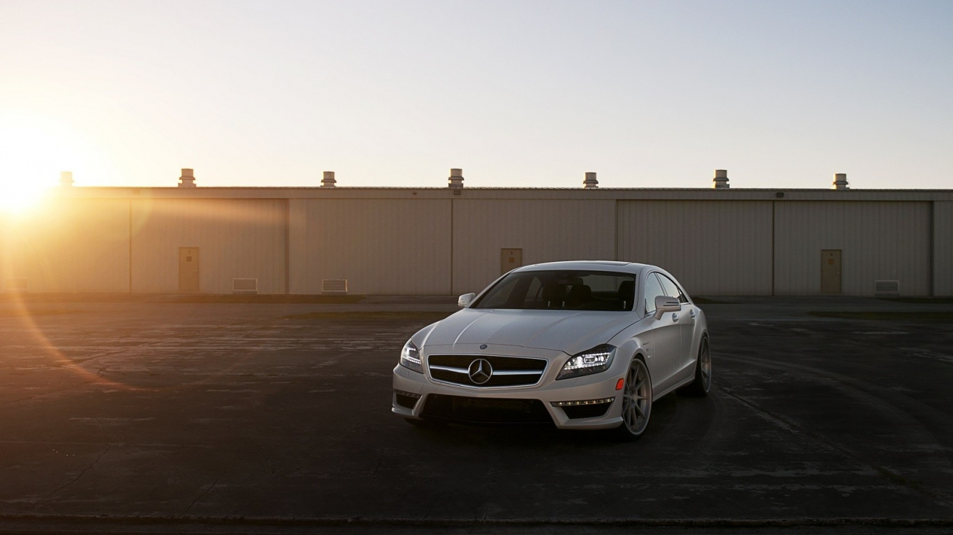 White Mercedes Benz Cls63 Amg Class Adv 1 wallpapers 35456 1366x768 1 on mercedes benz cls class