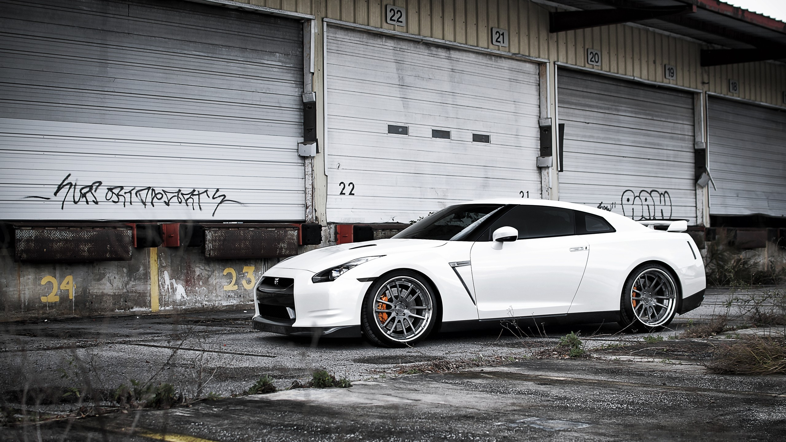 2560x1440 White Nissan Gt R Side Desktop Pc And Mac Wallpaper