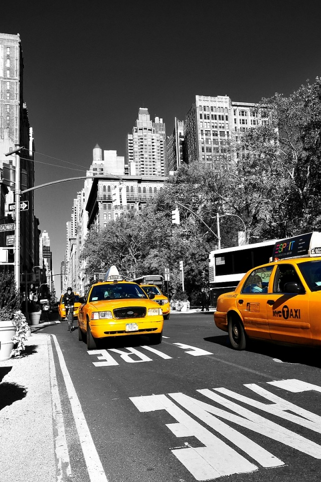 640x960 yellow taxi in new york iphone 4 wallpaper